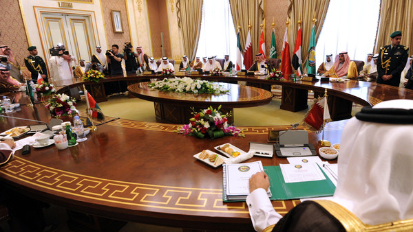 ESTADOS ÁRABES DO GOLFO REJEITAM INTERVENÇÃO IRANIANA NO IRAQUE