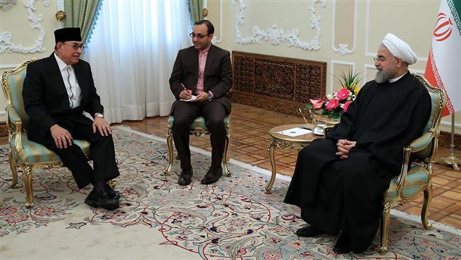 """Rouhani: """"Irã e Indonésia pagam o preço para a luta contra o terrorismo"""""""