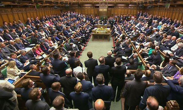 Parlamento britânico adverte que EI poderia entrar na Europa através da Líbia