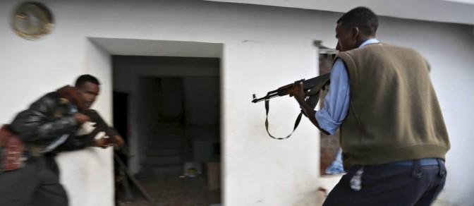 Embaixador está entre os 24 mortos em atentado do al-Shabaab a hotel de Mogadíscio