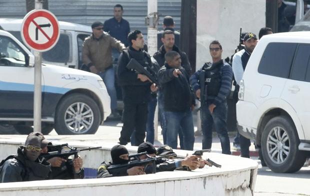 Tunísia vai implantar exército para proteger cidades após ataque a museu
