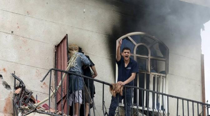 Bombardeio de coalizão árabe pró-governo atinge Ministério da Defesa do Iêmen