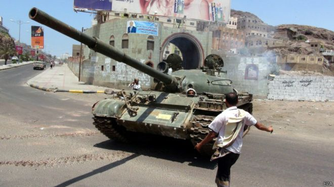 Combates tornam principal porto do Iêmen uma 'cidade-fantasma'