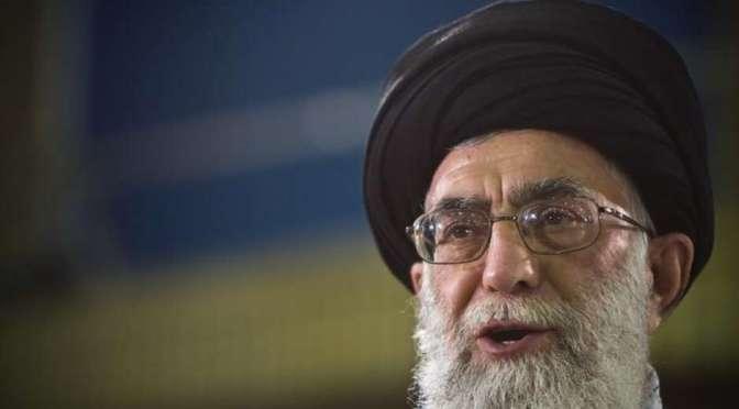 Líder iraniano diz que ataques aéreos sauditas estão causando genocídio no Iêmen