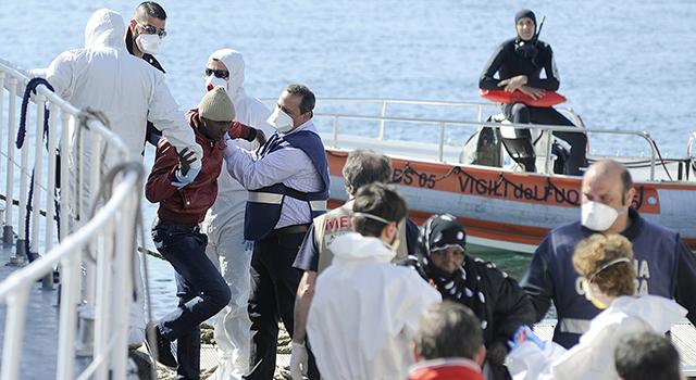 Provavelmente mais de 900 a bordo do barco naufragado no Mediterrâneo