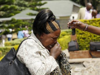 Quênia: Sobrevivente recorda o ataque à Universidade de Garissa. Identificação dos cadáveres está difícil