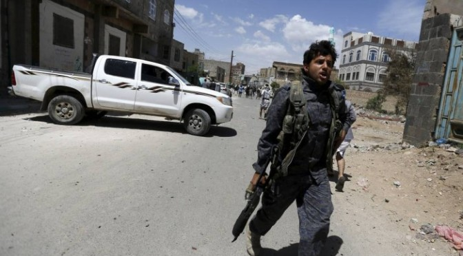 Ataque aéreo a base de mísseis na capital do Iêmen mata 25 pessoas