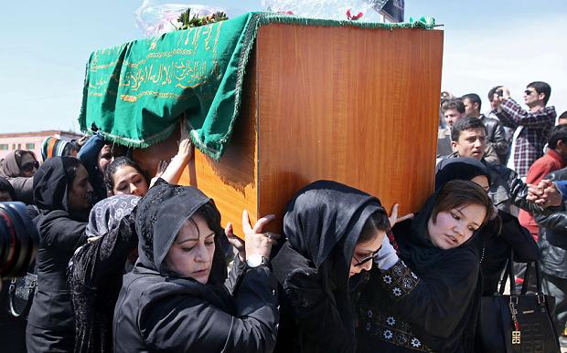 Farkhunda, jovem muçulmana espancada e queimada no Afeganistão, foi inocentada depois de morta