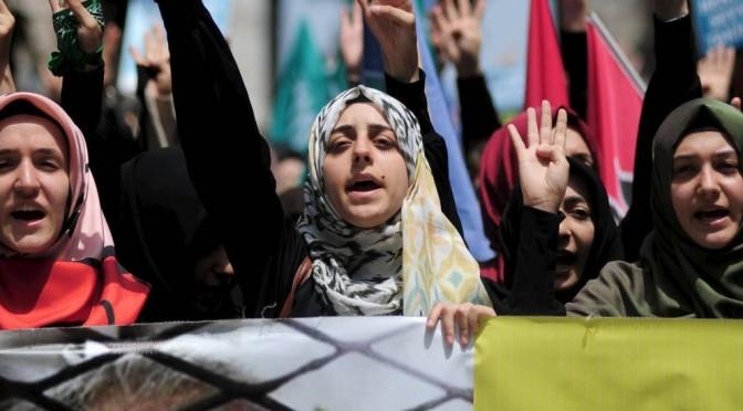 Estupros e agressões por autoridades egípcias são generalizados no governo Sisi, denuncia ONG