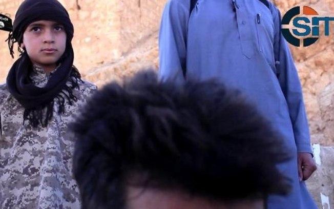 Criança decapita soldado sírio em vídeo divulgado pelo Estado Islâmico