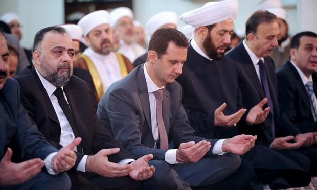 Assad acompanha oração do fim do Ramadã em mesquita de Damasco