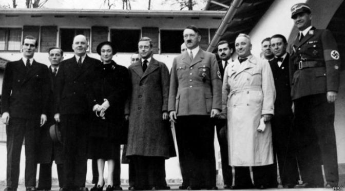 Saudação de Elizabeth II traz de volta rei 'simpático' a Hitler