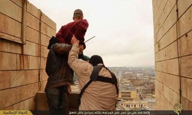 Iraquiano gay relata como escapou de ser atirado de prédio pelo 'EI'