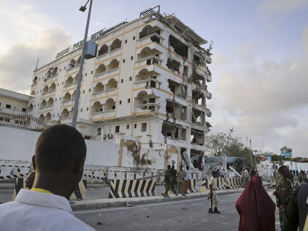Milícia islamita explode carro-bomba em hotel na Somália