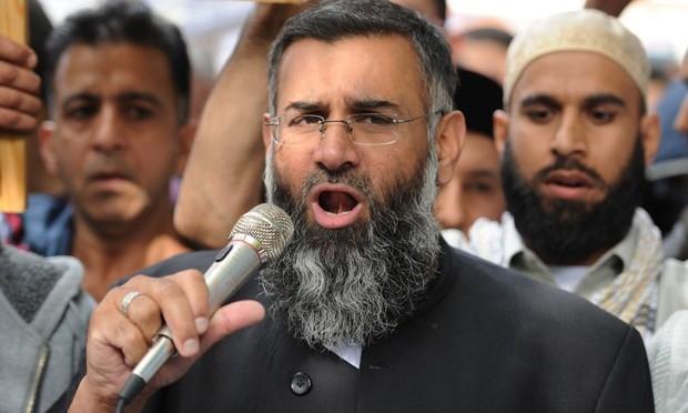 Clérigo radical britânico é acusado de incitar apoio para o Estado Islâmico