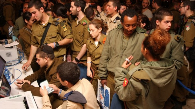 14,000 IDF soldiers get holiday gifts from Christian donors