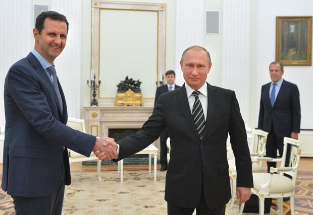 Assad se reúne com Putin em Moscou para analisar situação na Síria