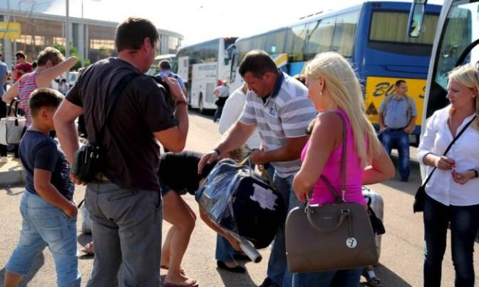 Com aeroporto em caos, Egito admite possibilidade de atentado