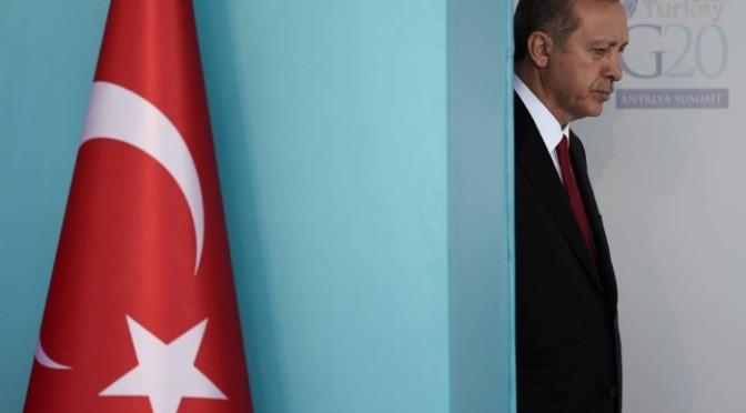 Turquia diz que avisou França duas vezes sobre um dos terroristas