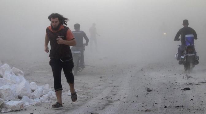 """Rebeldes sírios estão usando cativos em jaulas como """"escudos humanos"""""""