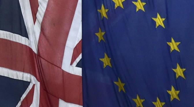 Maioria dos britânicos quer saída da UE após ataques de Paris