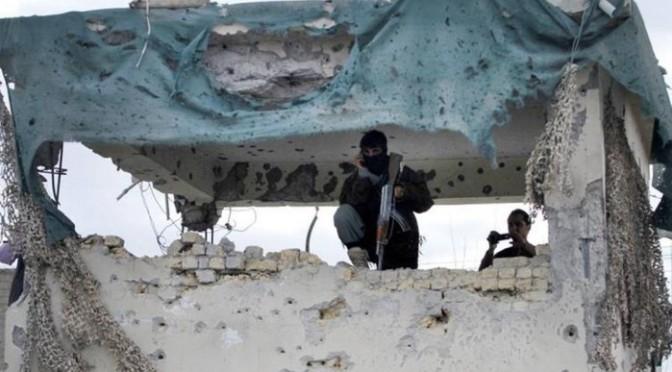 Ataque talibã no aeroporto de Kandahar deixa 22 militares mortos