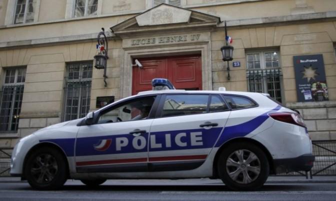 Alunos são retirados de seis escolas em Paris após ameaças de bomba