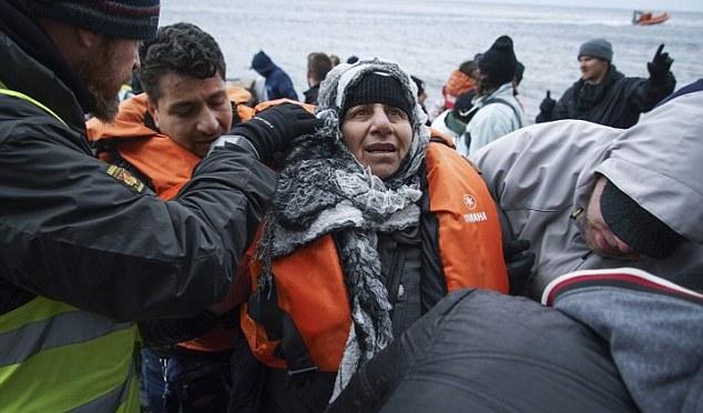 UE 'deve esperar mais de um milhão de imigrantes este ano': ONU alerta para inundação de refugiados econômicos da Ásia e norte da África