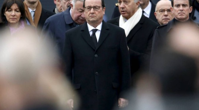 Hollande faz visita surpresa à Grande Mesquita de Paris