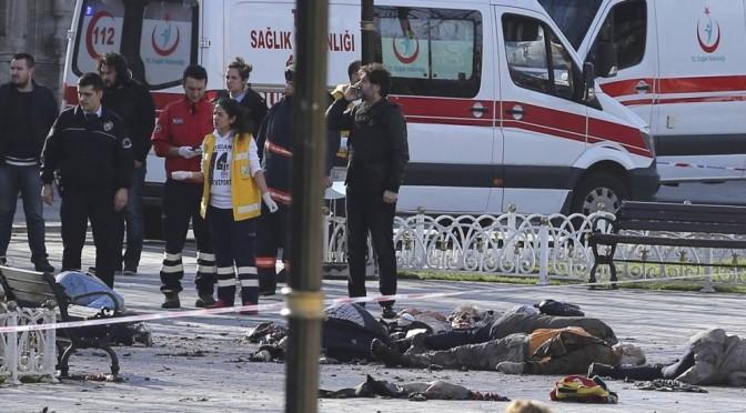 Homem-bomba de ataque que matou dez em Istambul pertence ao EI, diz premier