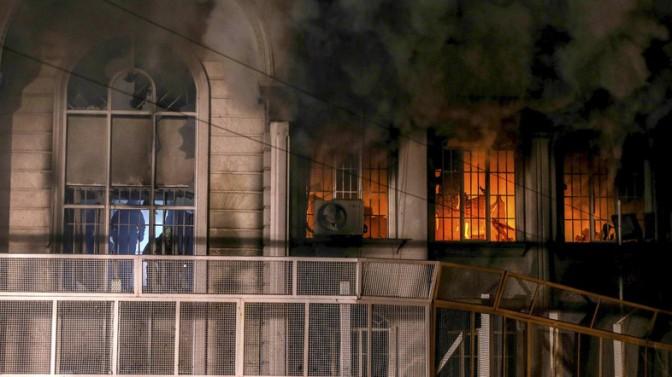 Embaixada saudita em Teerã atacada por manifestantes