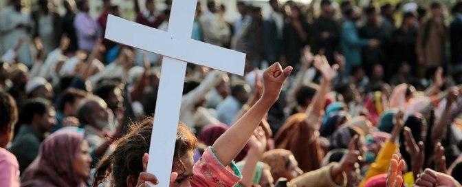 Segurança salva igreja com a própria vida