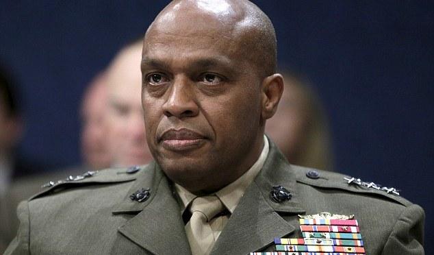 Chefe de inteligência dos EUA alerta para aumento de ataques do ISIS em todo o mundo com jihadistas tendo como alvo a expansão global