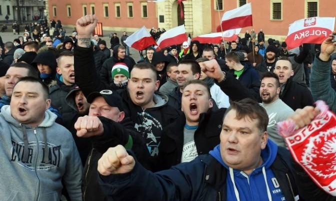 Europa tem protestos contra imigrantes