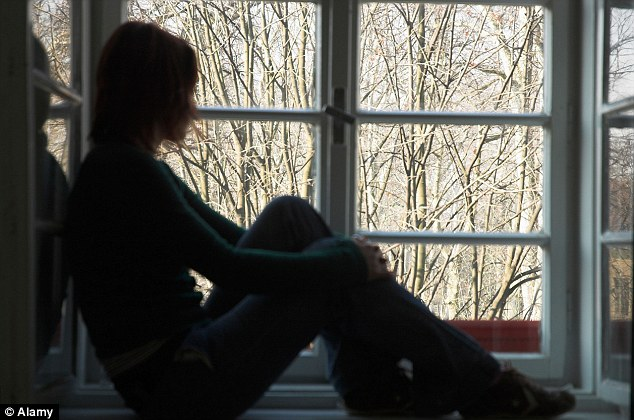 Imigrante adolescente que arrastou do banheiro uma adolescente de 14 anos e a estuprou com cinco amigos em vingança por ser rejeitado, já fixou residência na Grã-Bretanha