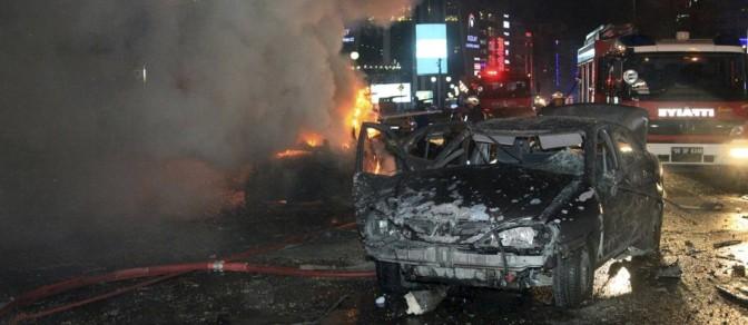 Resultado de imagem para Explosão atinge carro militar e fere soldados na Turquia