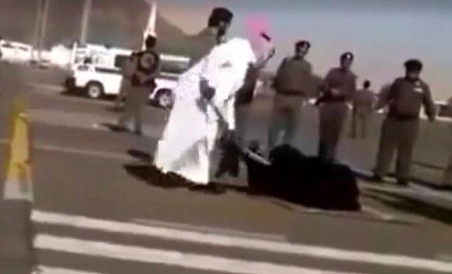 Uma mulher decapitada na avenida. Cinco cadáveres sem cabeça pendurados em guindastes. Com um documentário expondo o horror da vida na Arábia Saudita, por que a Grã-Bretanha aconchega-se a este reino de selvageria?