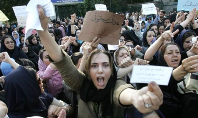 Irã amplia Polícia da Moral e endurece repressão contra mulheres