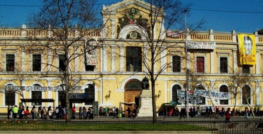 La Universidad de Chile emite una resolución que prohíbe la interacción con judíos