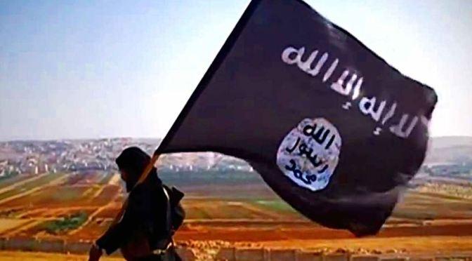 """Terroristas do ISIS queimam viva menina cristã, que antes de morrer diz à mãe: """"perdoa-lhes"""""""