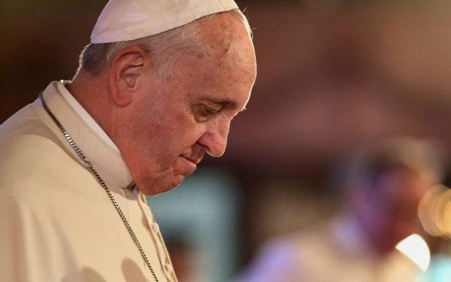 """""""Estado deve ser laico, mas a França exagera"""", diz papa Francisco"""