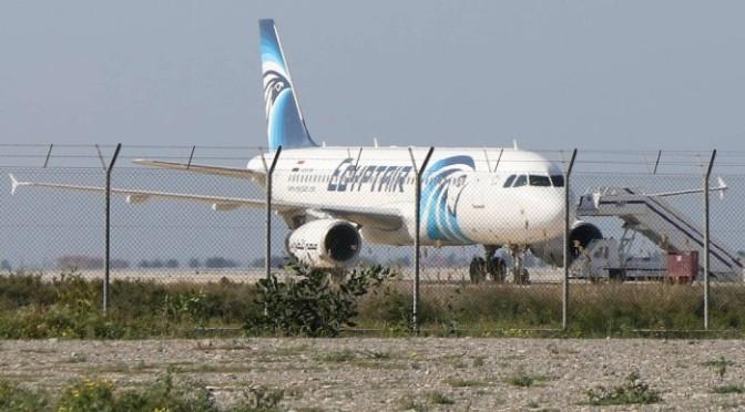 Avião que ia de Paris ao Cairo cai no Mediterrâneo com 66 pessoas a bordo