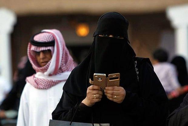 Sauditas podem ser presas por verificar o celular do marido
