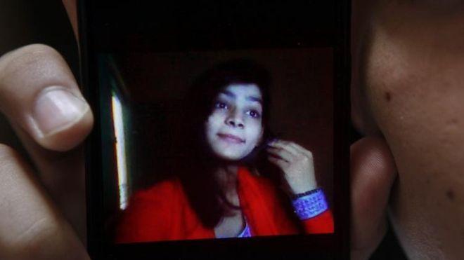 A paquistanesa de 18 anos torturada e morta pela própria mãe após se casar por amor