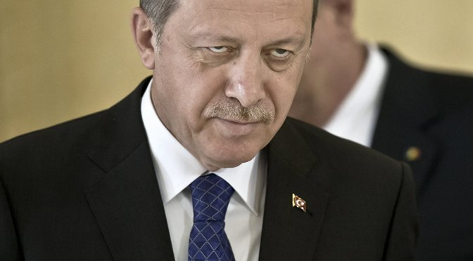 """Periódico turco: """"50 pervertidos asesinados en un bar"""""""