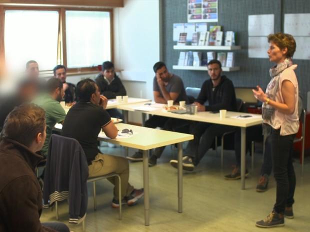 O curso polêmico na Noruega que ensina refugiados a tratar bem as mulheres
