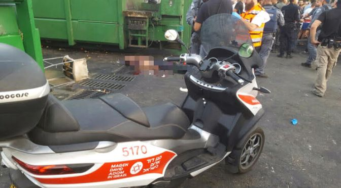 Dois israelenses são feridos em ataque terrorista em Netanya no momento em que pais sepultam menina que foi esfaqueada até a morte (com vídeo)