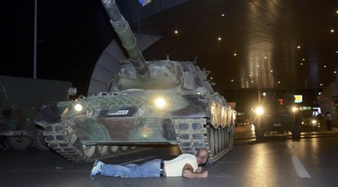 Turquia declara fim de tentativa de golpe que deixou ao menos 265 mortos