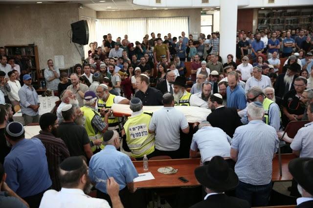 Árabes atacaron con piedras el funeral del Rabino Michael Mark
