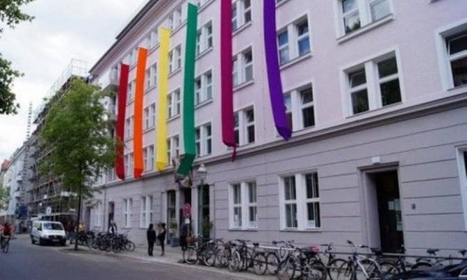Cidades alemãs criam rede de abrigos para homossexuais